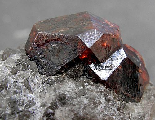 Chevalière femme en argent éblouissante bague fine pierres
